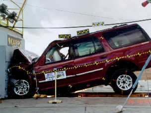 NCAP 1999 Ford Expedition front crash test photo