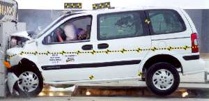 NCAP 2002 Chevrolet Venture front crash test photo