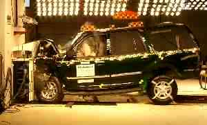 NCAP 2002 Ford Expedition front crash test photo