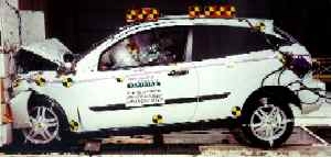 NCAP 2002 Ford Focus front crash test photo