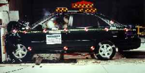 NCAP 2002 Toyota Avalon front crash test photo