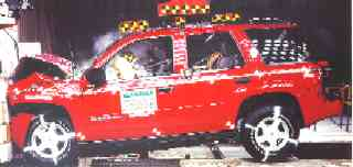 NCAP 2002 Chevrolet Trailblazer front crash test photo