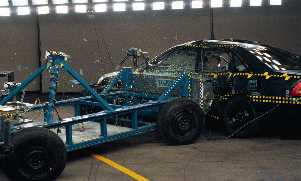 NCAP 2002 Toyota Avalon side crash test photo
