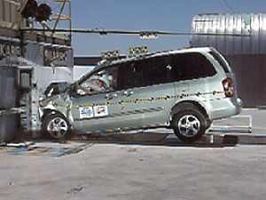 NCAP 2002 Mazda MPV front crash test photo