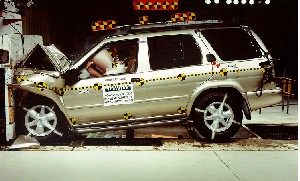 NCAP 2002 Nissan Pathfinder front crash test photo