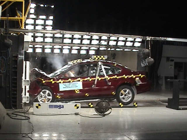 NCAP 2004 Ford Taurus front crash test photo