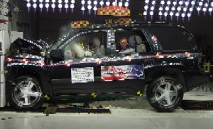 NCAP 2005 Chevrolet Trailblazer front crash test photo