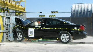 NCAP 2007 Pontiac Grand Prix front crash test photo