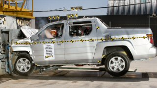 NCAP 2007 Honda Ridgeline front crash test photo