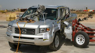 NCAP 2007 Honda Ridgeline side crash test photo