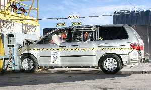 NCAP 2008 Honda Odyssey front crash test photo