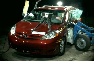 NCAP 2009 Toyota Sienna side crash test photo