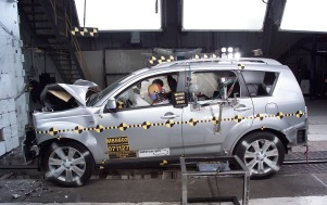 NCAP 2009 Mitsubishi Outlander front crash test photo
