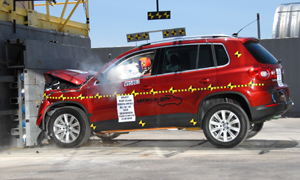 NCAP 2009 Volkswagen Tiguan front crash test photo