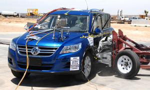 NCAP 2009 Volkswagen Tiguan side crash test photo