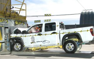 NCAP 2010 Chevrolet Colorado front crash test photo