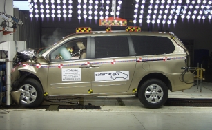 NCAP 2010 Kia Sedona front crash test photo