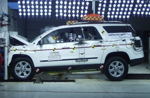 NCAP 2010 Saturn Outlook front crash test photo