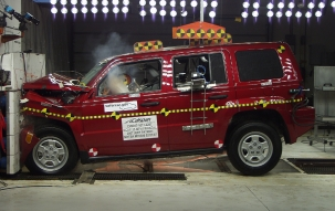 NCAP 2010 Jeep Patriot front crash test photo