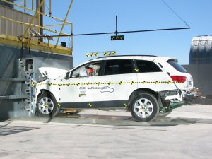 NCAP 2010 Audi Q7 front crash test photo