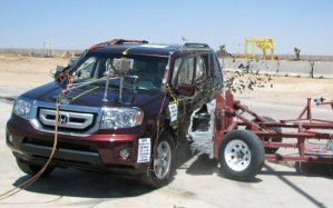 NCAP 2010 Honda Pilot side crash test photo
