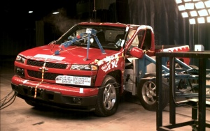 NCAP 2010 Chevrolet Colorado side crash test photo
