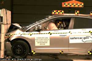 NCAP 2010 Honda Insight front crash test photo