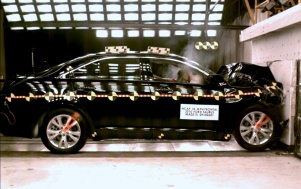NCAP 2010 Ford Taurus front crash test photo