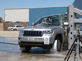 NCAP 2011 Jeep Grand Cherokee side pole crash test photo