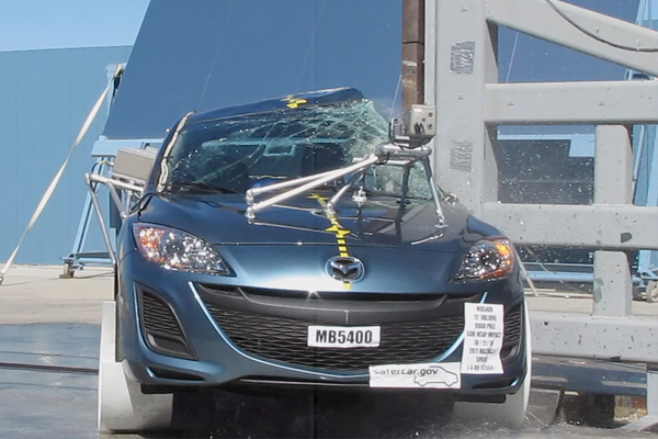 NCAP 2013 Mazda MAZDA3 side pole crash test photo