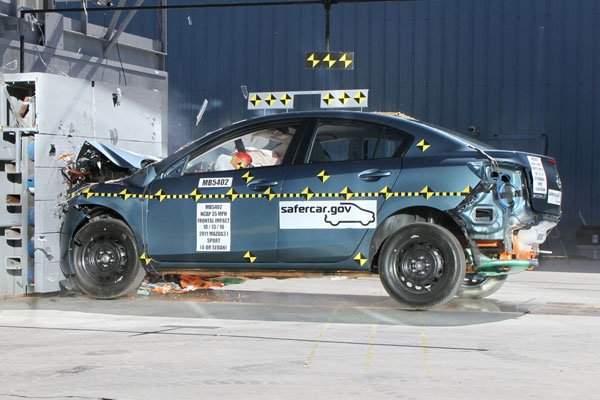NCAP 2013 Mazda MAZDA3 front crash test photo