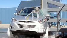 NCAP 2013 Hyundai Tucson side pole crash test photo
