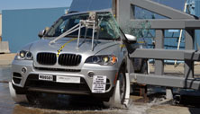 NCAP 2013 BMW X5 side pole crash test photo