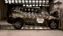 NCAP 2013 Hyundai Santa Fe front crash test photo