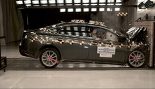 NCAP 2013 Toyota Avalon front crash test photo