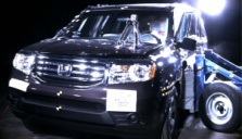 NCAP 2014 Honda Pilot side crash test photo
