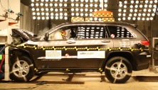 NCAP 2014 Jeep Grand Cherokee front crash test photo