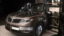 NCAP 2014 Kia Sorento side pole crash test photo