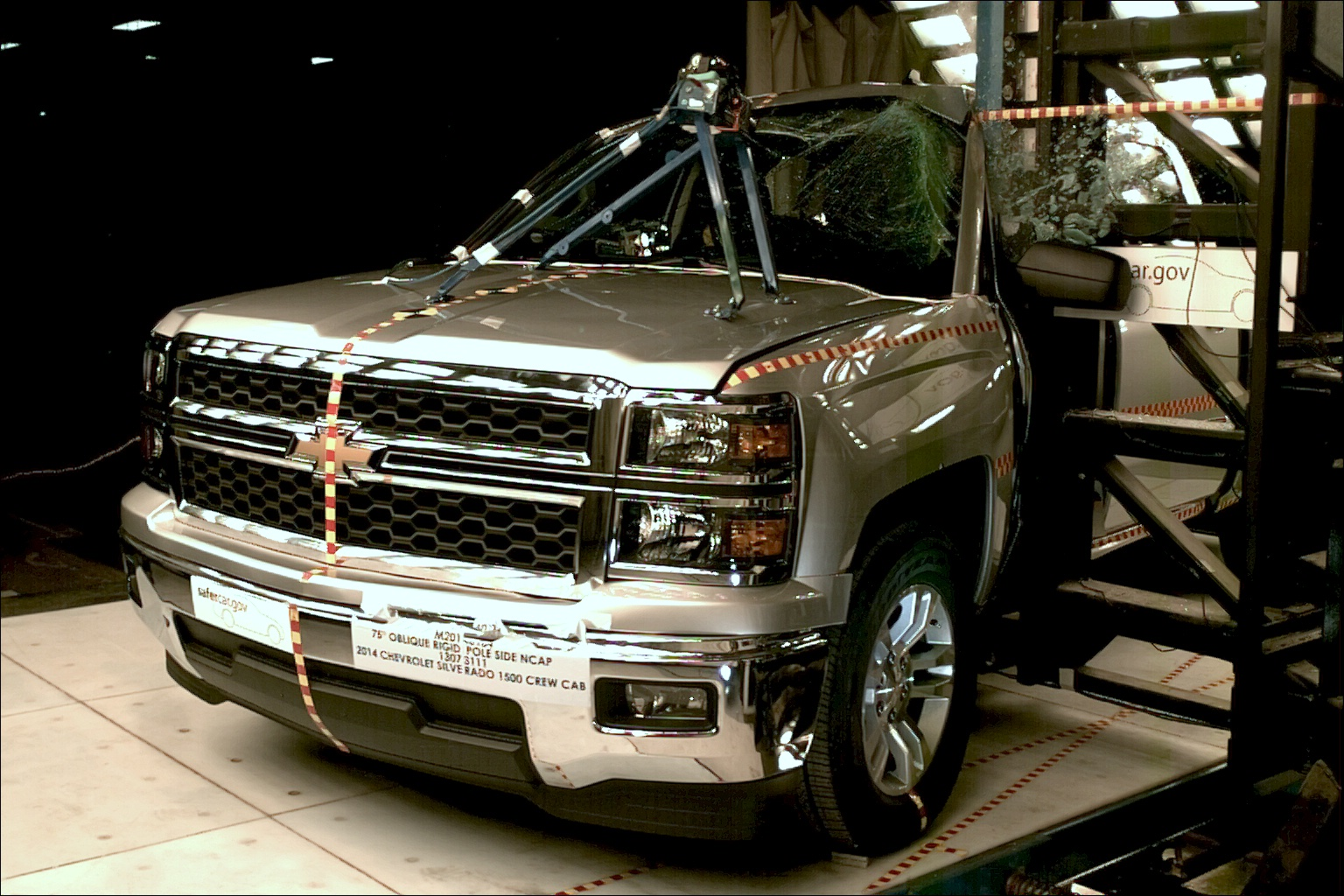 NCAP 2014 Chevrolet Silverado 1500 side pole crash test photo