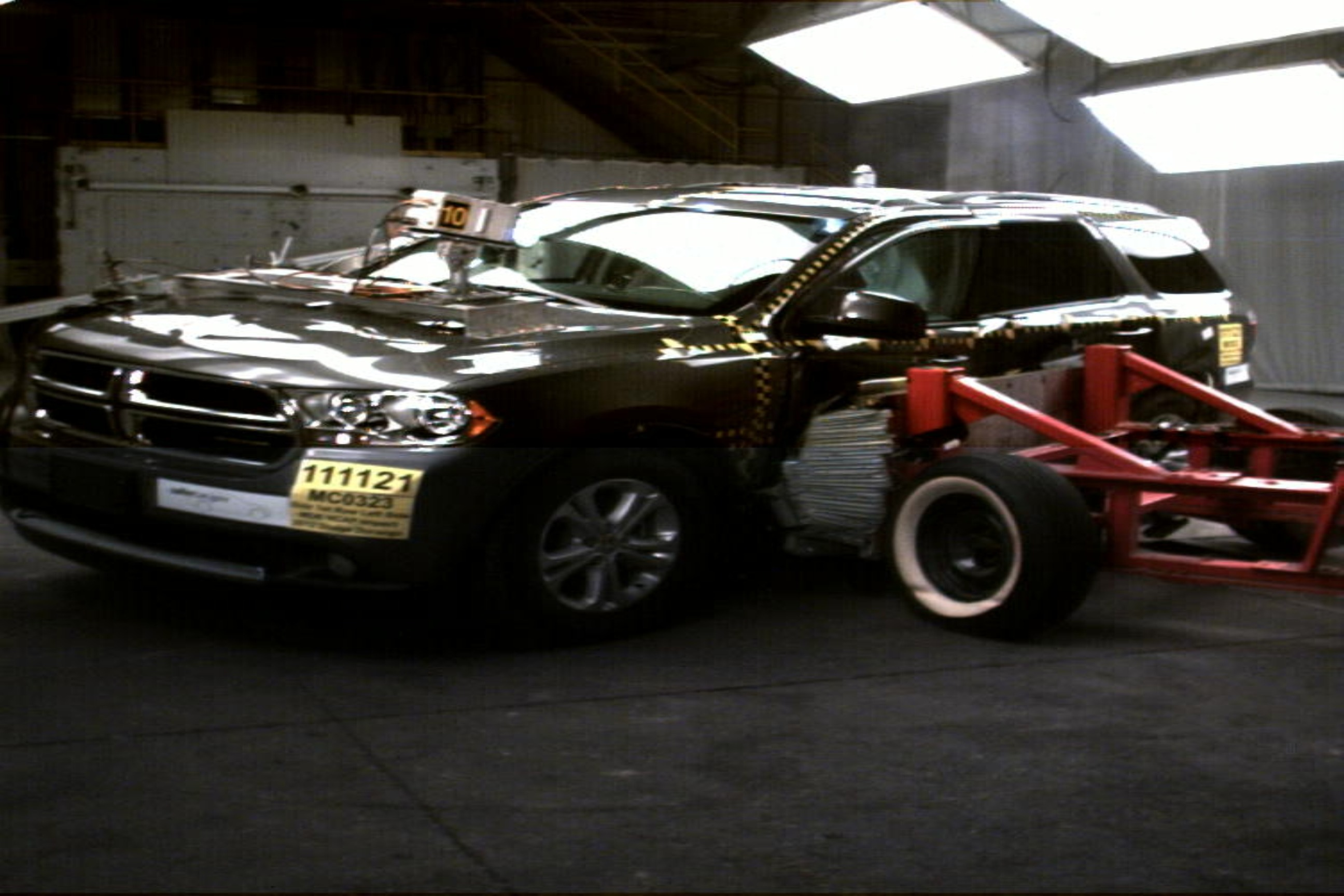 NCAP 2015 Dodge Durango side crash test photo