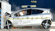 NCAP 2015 Toyota Prius c front crash test photo