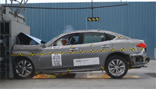 NCAP 2016 Infiniti Q70 front crash test photo