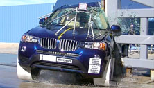 NCAP 2016 BMW X3 side pole crash test photo