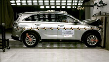 NCAP 2016 Kia Sorento front crash test photo