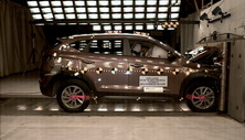 NCAP 2016 Hyundai Tucson front crash test photo