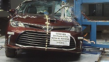 NCAP 2016 Toyota Avalon side pole crash test photo