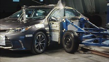 NCAP 2016 Toyota Avalon side crash test photo