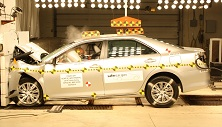 NCAP 2017 Toyota Camry front crash test photo