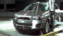 NCAP 2017 Mitsubishi Outlander side pole crash test photo