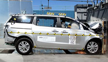 NCAP 2017 Kia Sedona front crash test photo